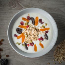 Ovaz cu iaurt si fructe uscate ( Mic dejun)