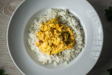 Curry de pui cu lapte de cocos, ghimbir si orez